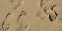 schoen voetstappen zand gemixt